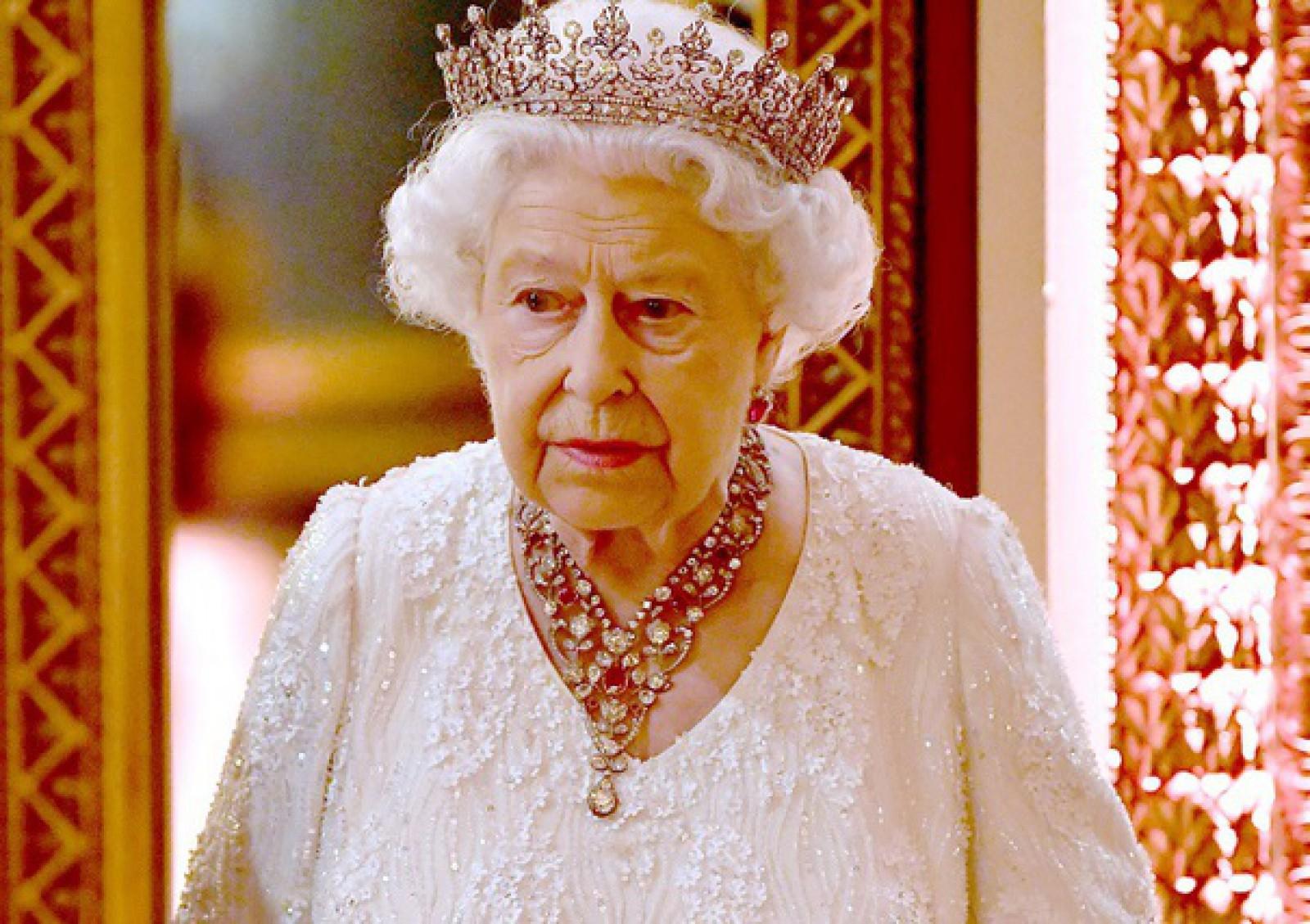 Regina Elisabeta a II-a a Marii Britanii, operată: A fost supusă unei intervenţii chirurgicale oftamologice