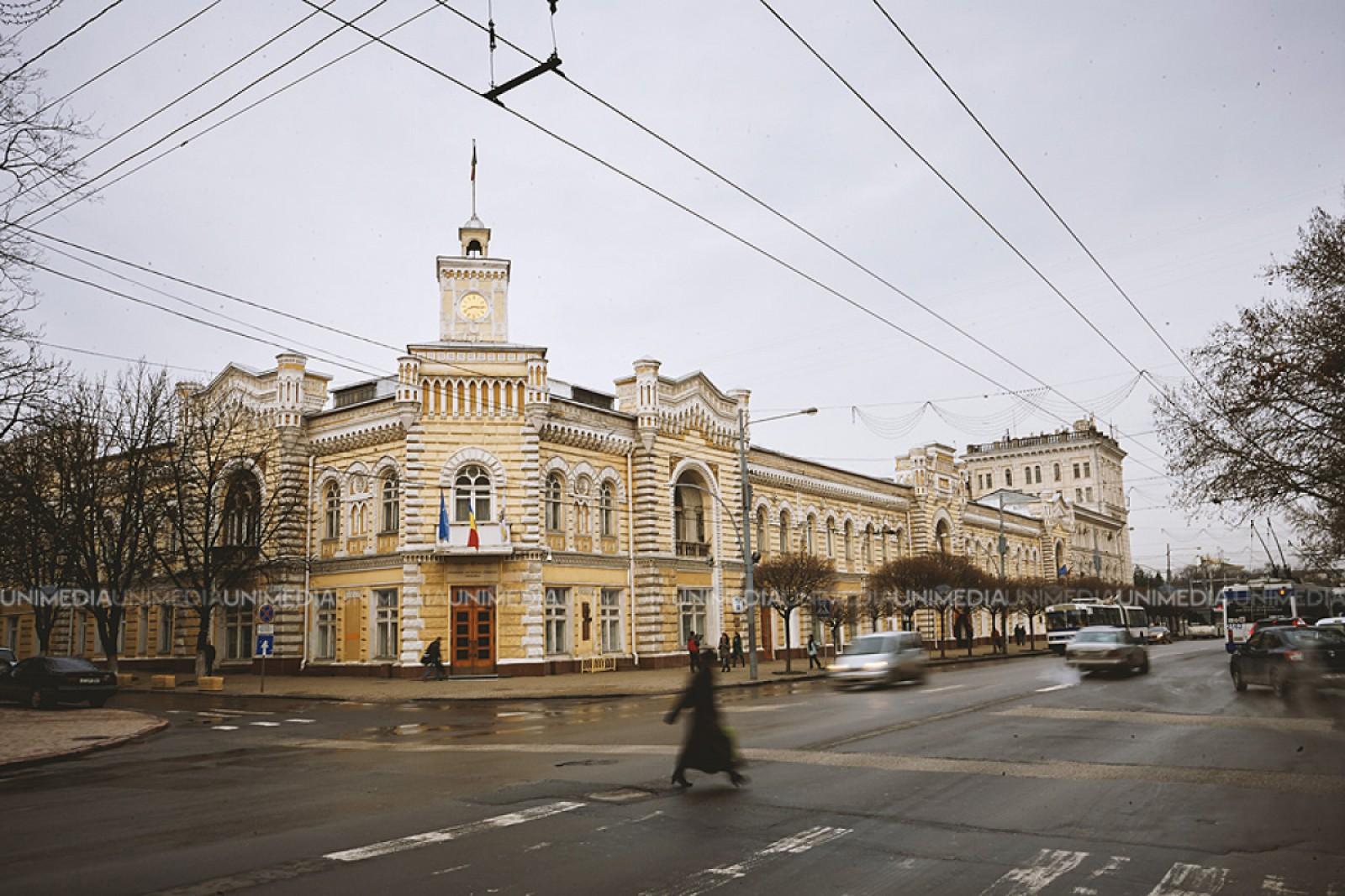 Reorganizări la Primărie: Cu cinci direcții mai puțin, printre care și direcțiile lui Moldovanu, Culev, Spătaru