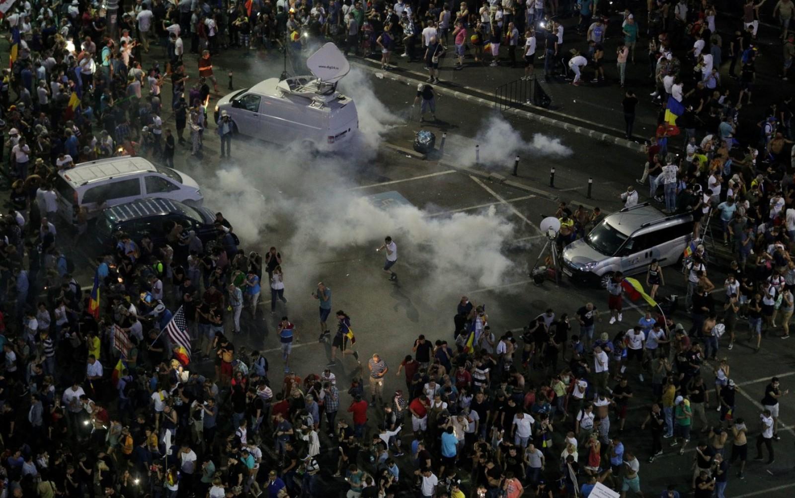 România: Ce vor păți jandarmii care au lovit protestatari pașnici. Poziție oficială