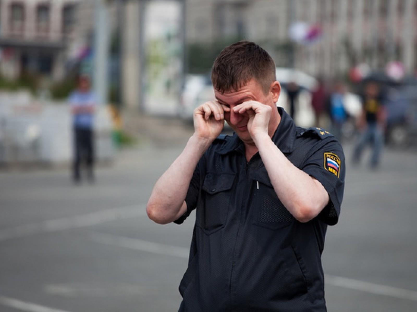 S-au supărat pe un polițist și l-au bătut. Doi moldoveni, condamnați la închisoare în Federația Rusă