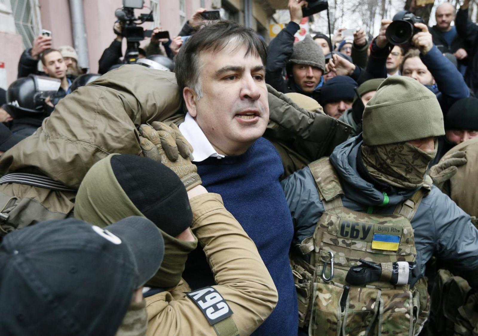 Saakașvili, eliberat de un tribunal din Kiev. Anunțul a fost primit cu aplauze de zeci de susținători