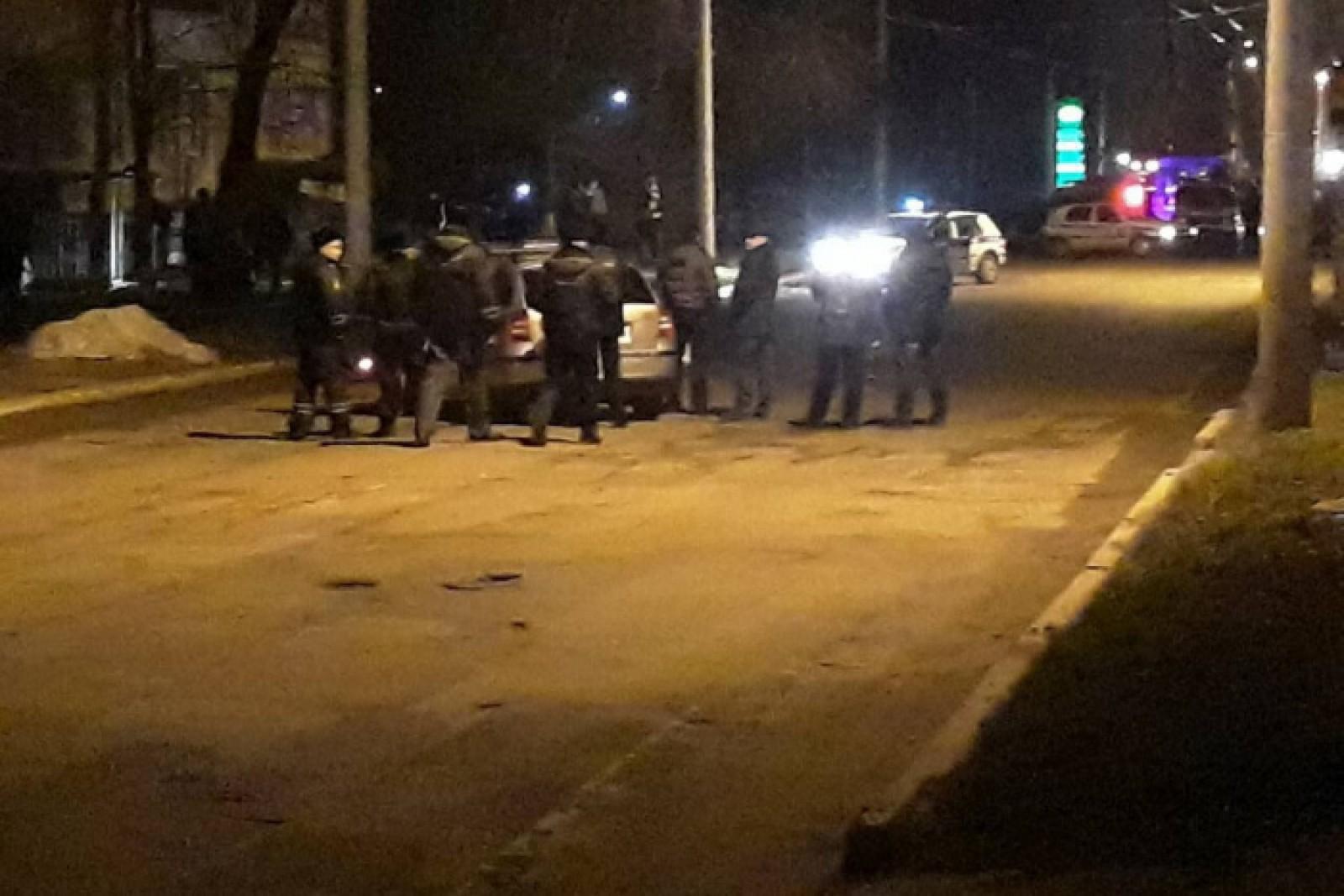 (foto) Pistolarul din Bender a fost reținut. Bărbatul a împușcat mortal un pieton și s-a baricadat într-un subsol