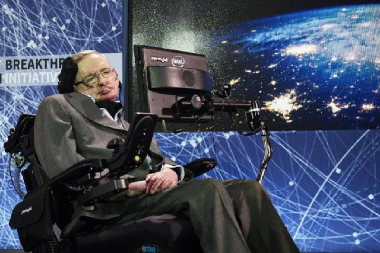 Scurta biografie a lui Stephen Hawking, geniul care ne-a prevenit în legătură cu pericolul reprezentat de Inteligenţa Artificială