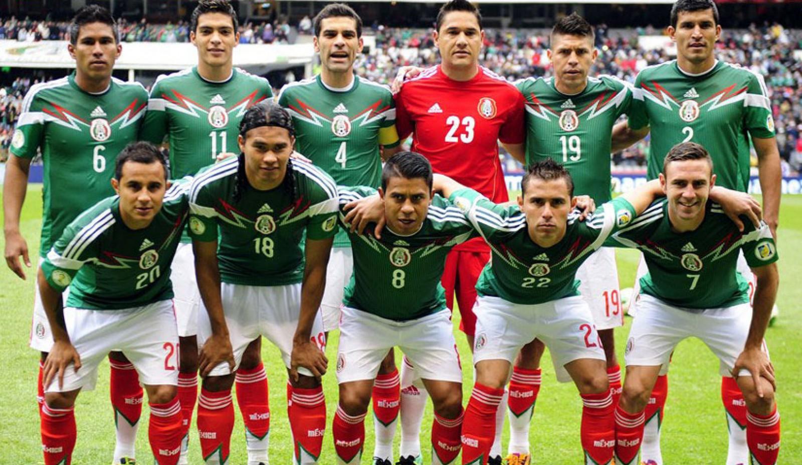 Se pregătesc de Campionatul Mondial! Naționala Mexicului s-a distrat timp de o zi cu 30 de prostituate