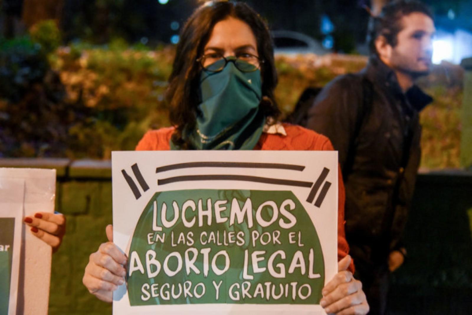 Senatul din Argentina a respins legalizarea avortului până la 14 săptămâni