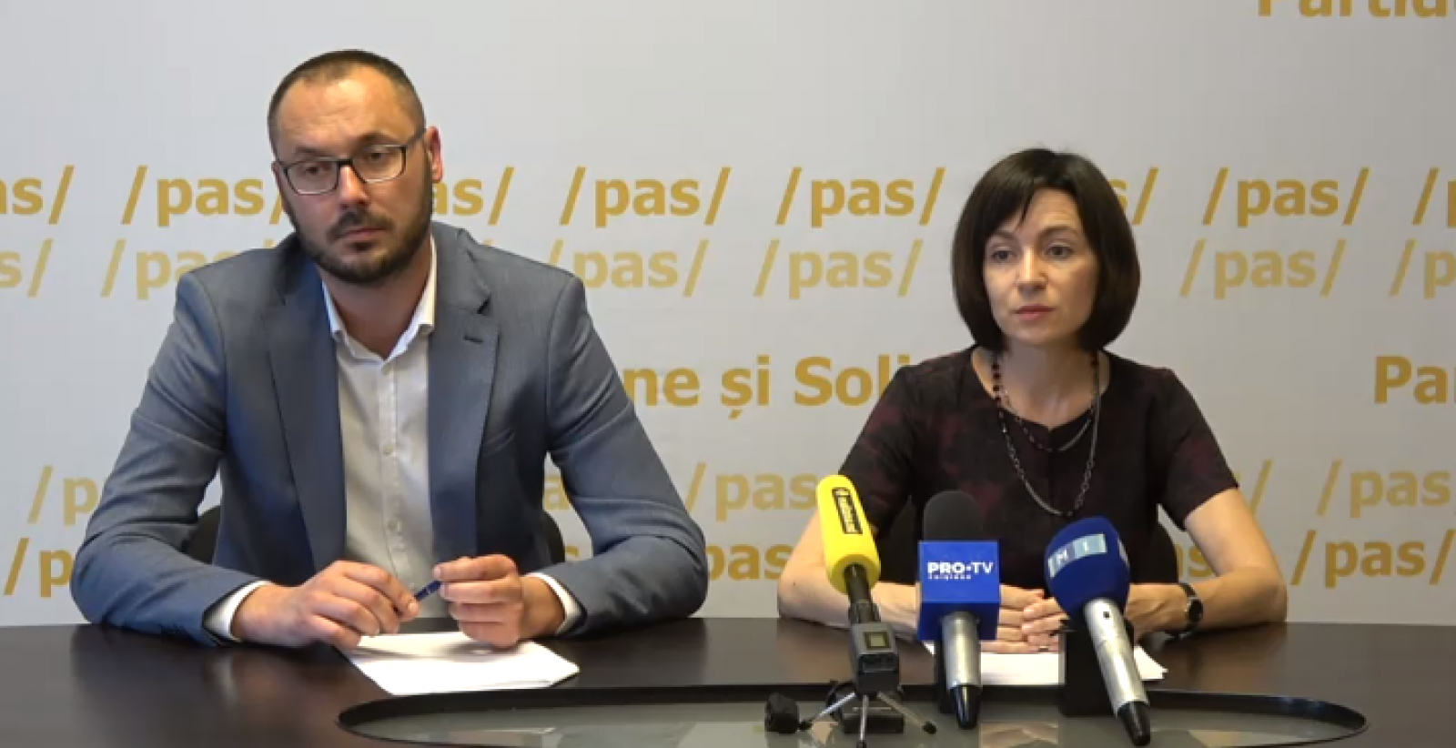 """(stop cadru) Maia Sandu și Sergiu Litvinenco critică concertul lui Dodon: """"E un personaj neadecvat"""""""