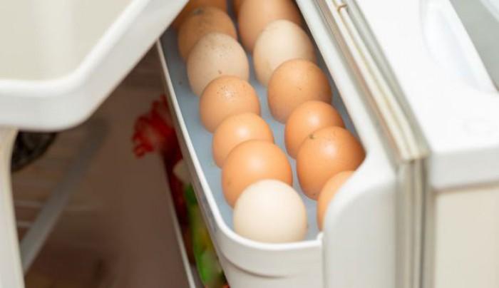 Studiu: De ce ouăle nu trebuie ţinute pe uşa frigiderului