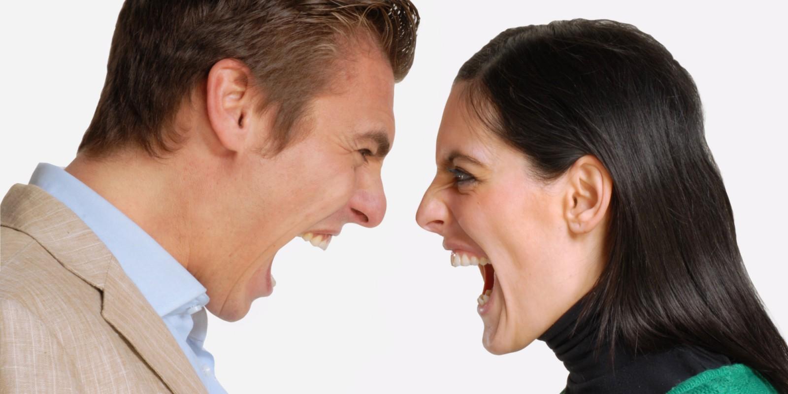 Studiu: Putem determina cât de puternici sunt cei din jur doar prin intermediul tonului vocii lor