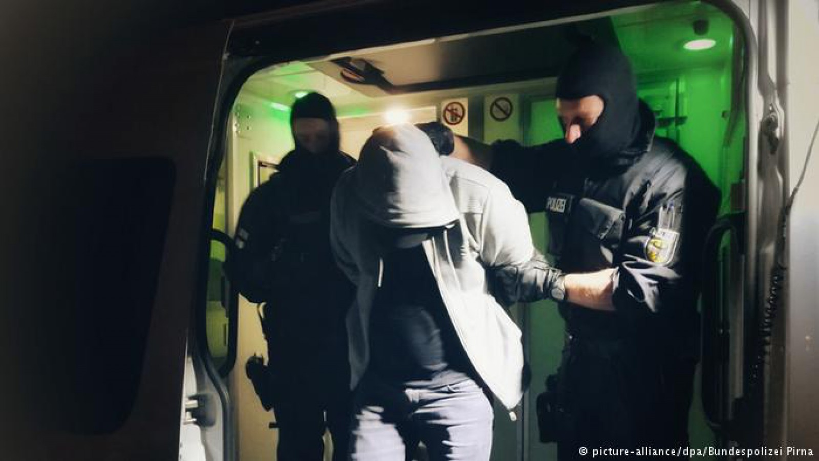 """Sute de moldoveni traficați și angajați ilegal în Germania, """"salvați"""" de polițiști. Erau exploatați, plătiți cu salarii mizere și trăiau în condiții precare"""
