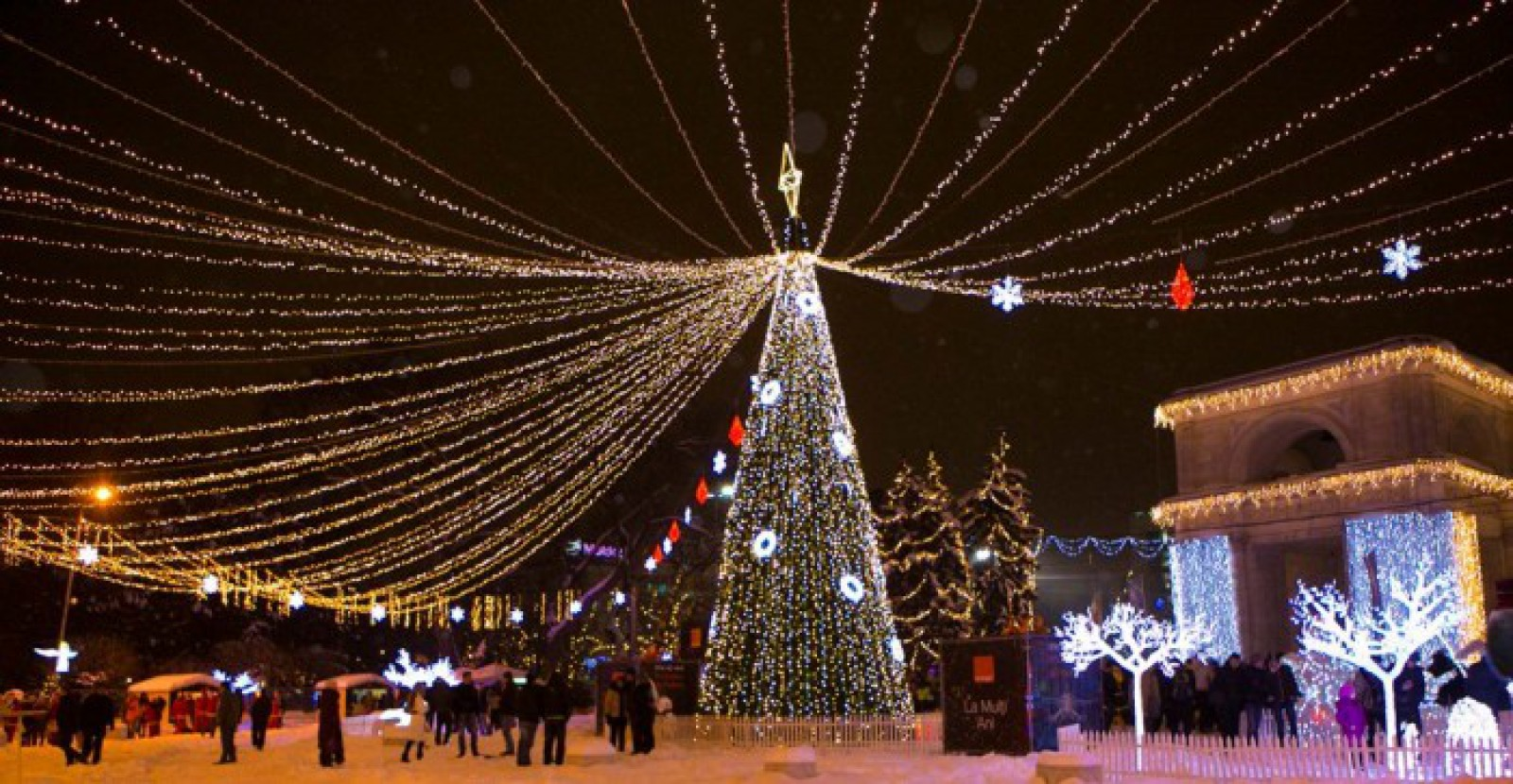 """Sute de Moși Crăciun vor defila, astăzi, la inaugurarea """"Orășelului de Poveste"""". Unde va avea loc"""