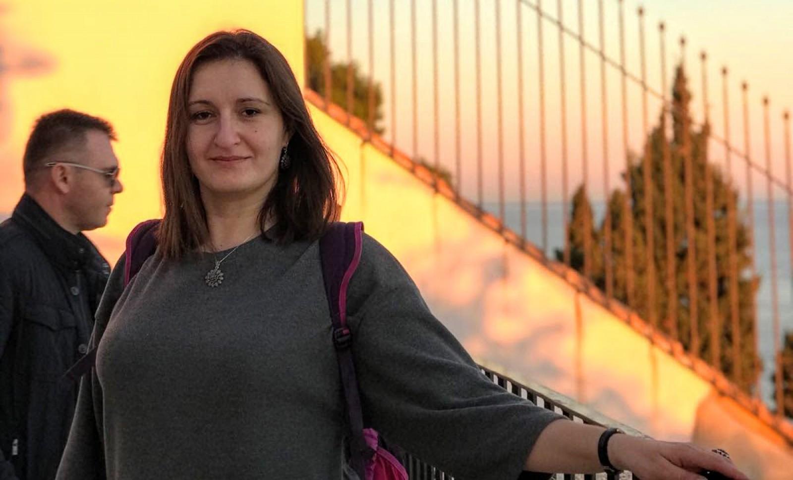 Tânără stabilită de 10 ani în Franța: Moldova mi-a răpit părinții care au murit prematur