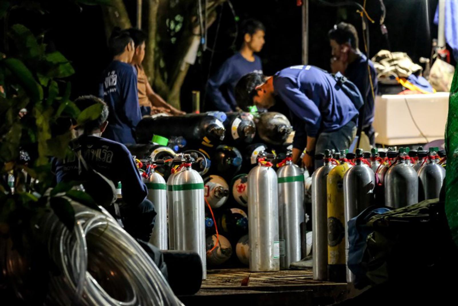 Thailanda: Continuă operațiunea de salvare a copiilor blocați în peștera care riscă să se inunde complet