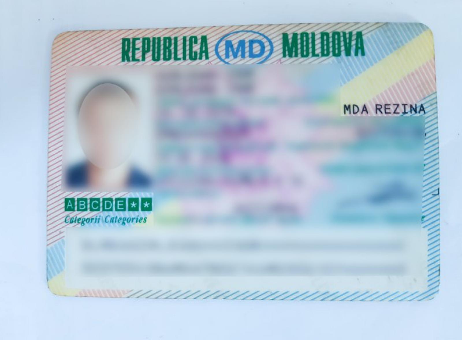 Timp de 16 ani, un moldovean a circulat cu permisul de conducere falsificat: Și-a perfectat documentul contra sumei de 150 euro