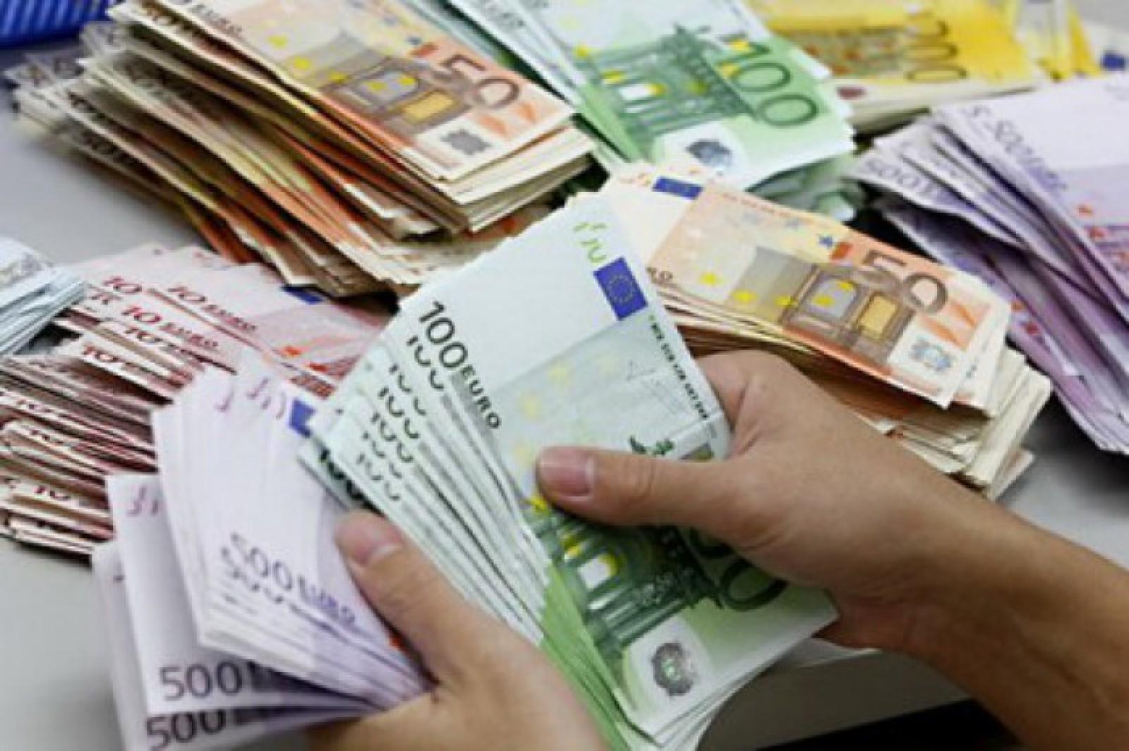 Top salarii președinți și premieri: Pe ce locuri se situează Poroșenco sau Iohannis