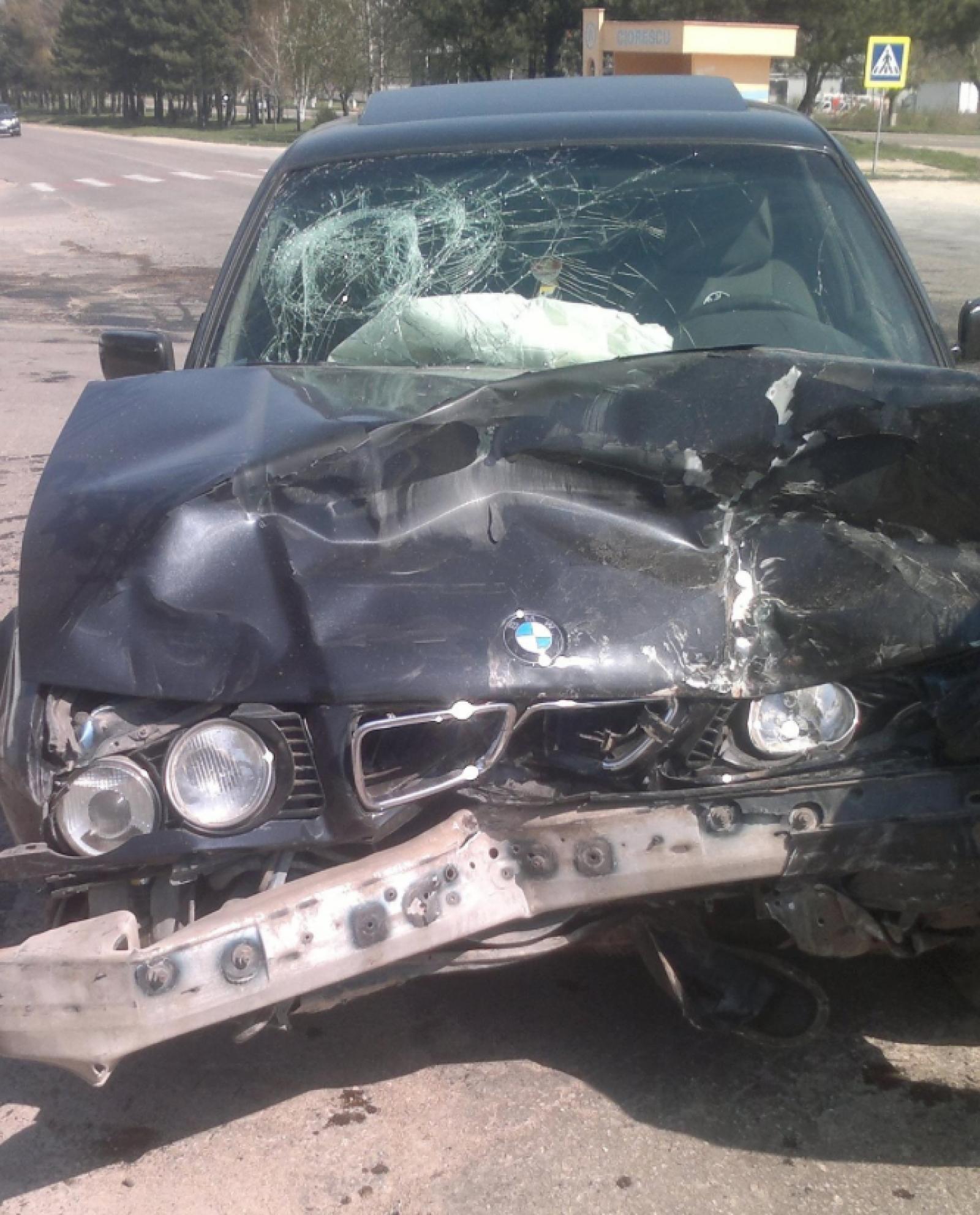 Trei persoane, transportate la spital în urma unui accident la ieșirea din satul Ciorescu