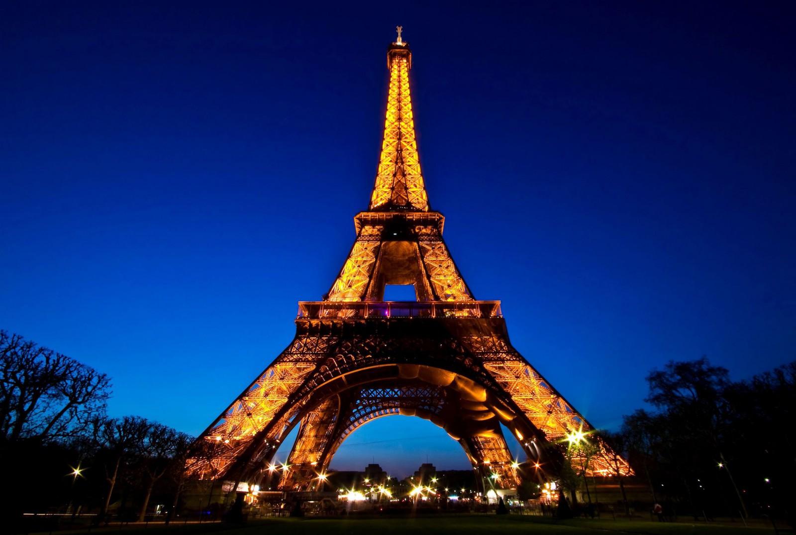 Turnul Eiffel se va redeschide vineri dimineaţă după ce angajaţii au decis să înceteze greva