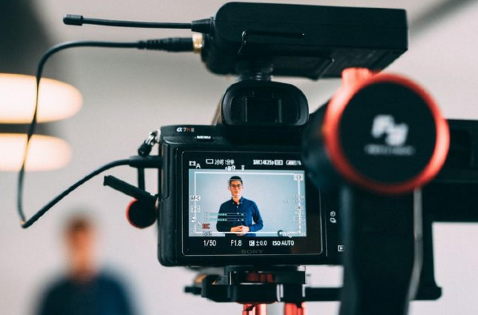 (Tutorial digital) Vloggerii, noile vedete ale Internetului