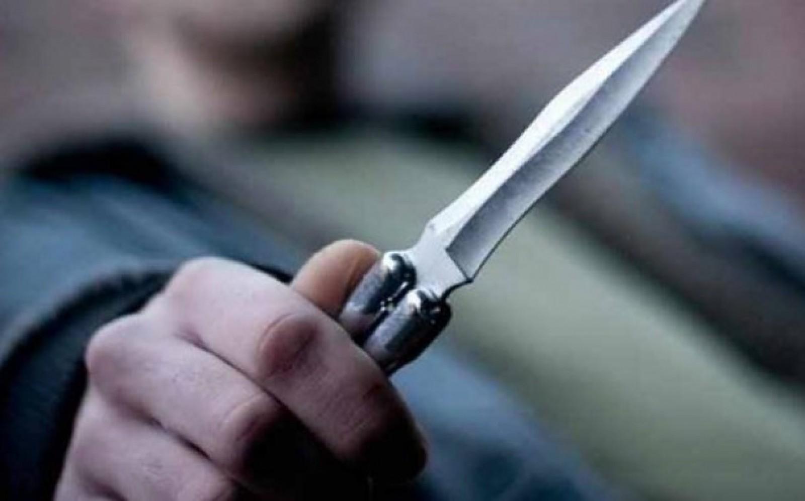 Un adolescent de 16 ani, reținut după ce a înjunghiat trei persoane la Drochia