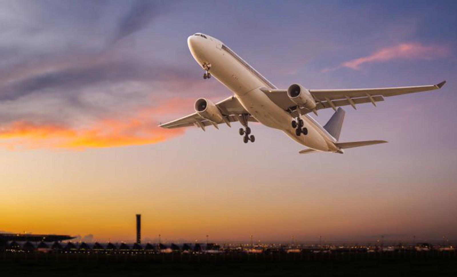 Un avion care trebuia să ajungă în Olanda s-a prăbușit: O persoană a decedat şi alte 20 au fost rănite