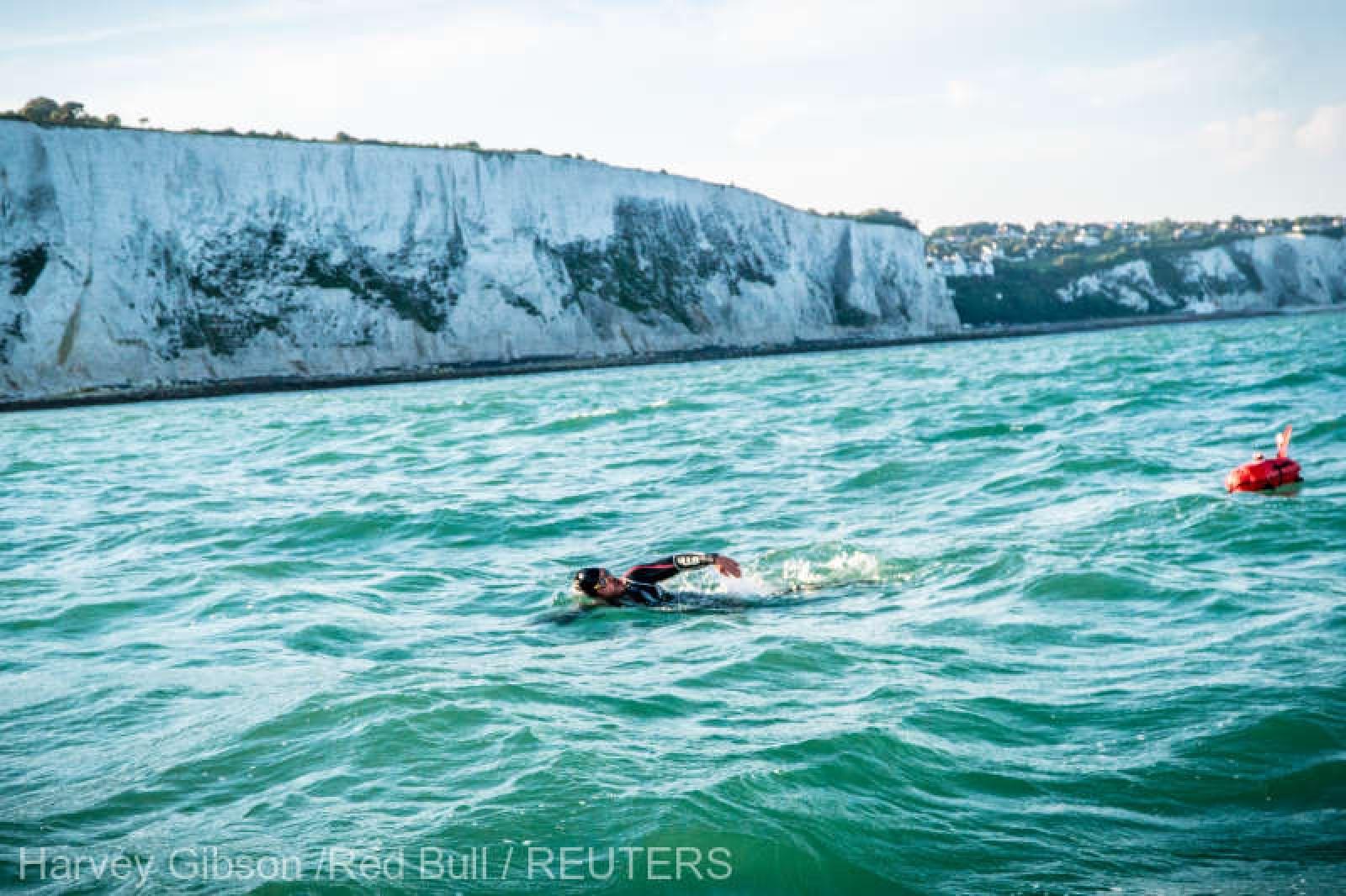 Un britanic înoată de 74 de zile: A doborât precedentul record mondial