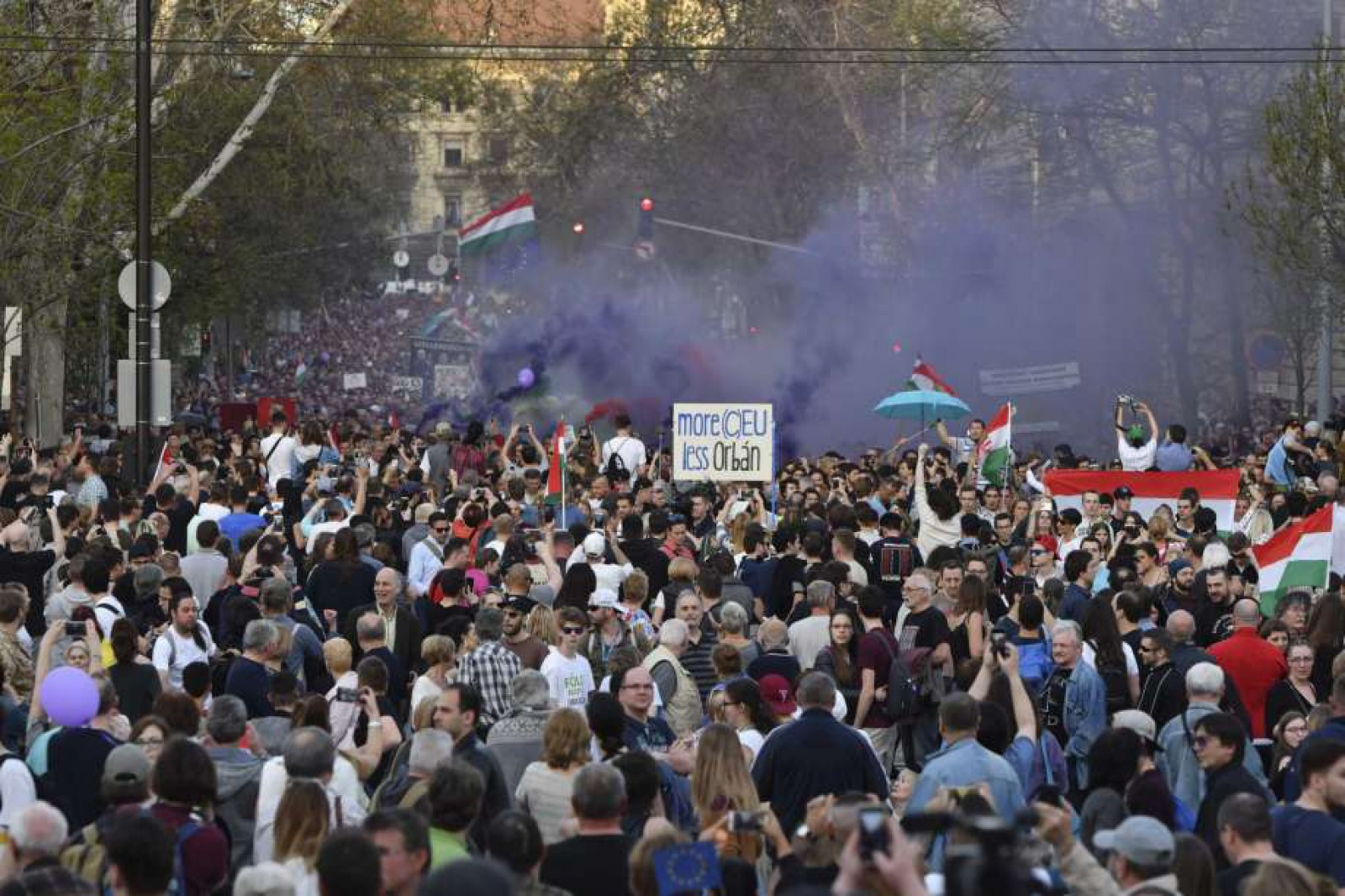 Ungaria: Zeci de mii de manifestanţi au cerut renumărarea voturilor și modificarea sistemului electoral