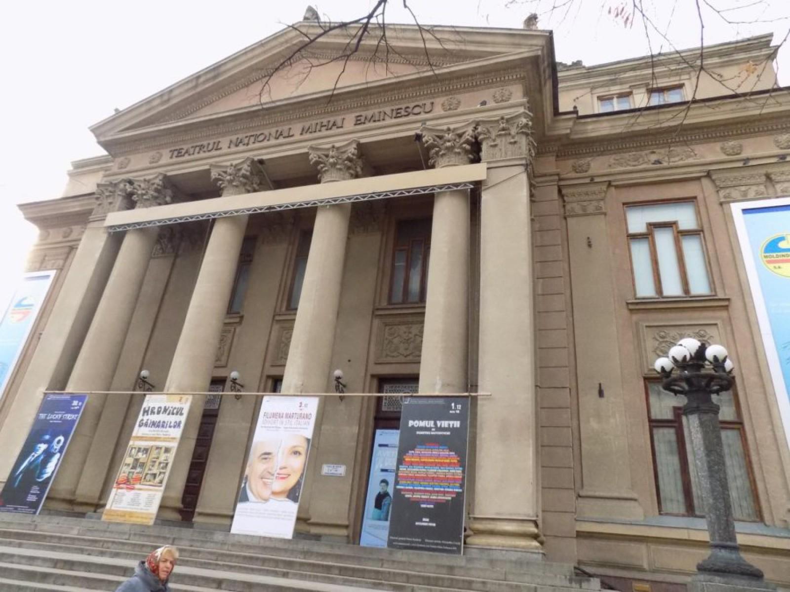"""Vacanța continuă cu un program cultural la Teatrul Național """"Mihai Eminescu"""". Spectacole pentru orice gust"""