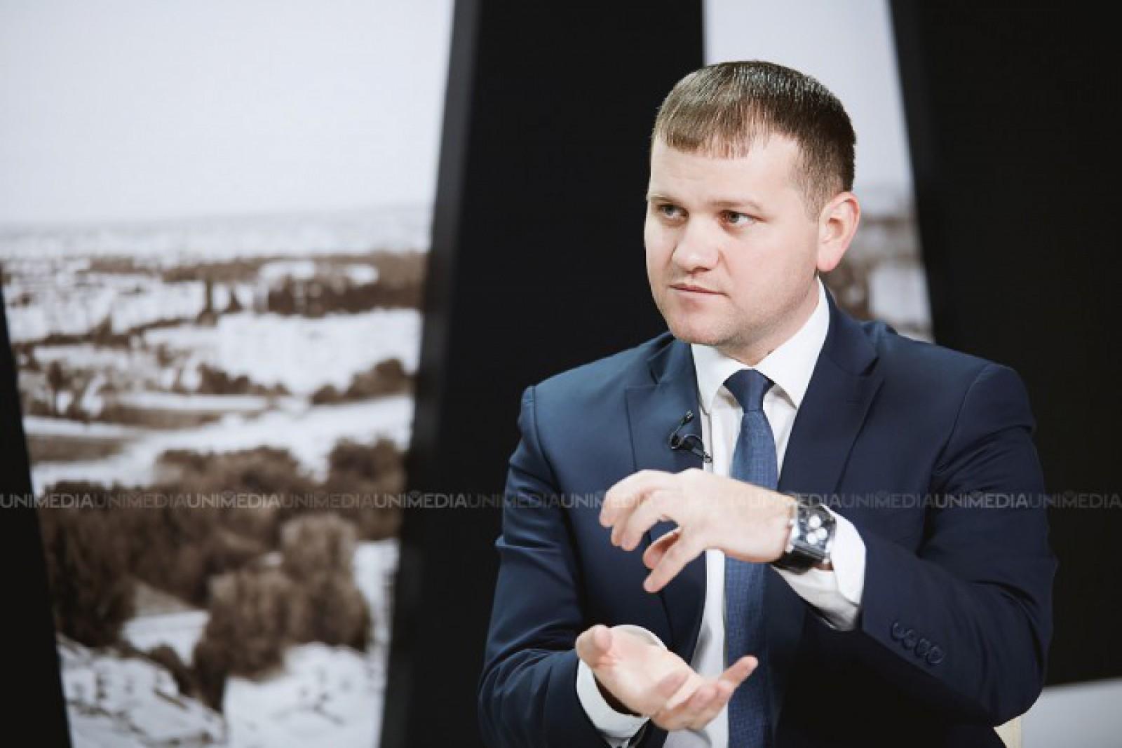"""Valeriu Munteanu, despre """"jocul"""" cu ridicarea și scăderea prețurilor la carburanți: """"Show marca Partidul Democrat"""""""
