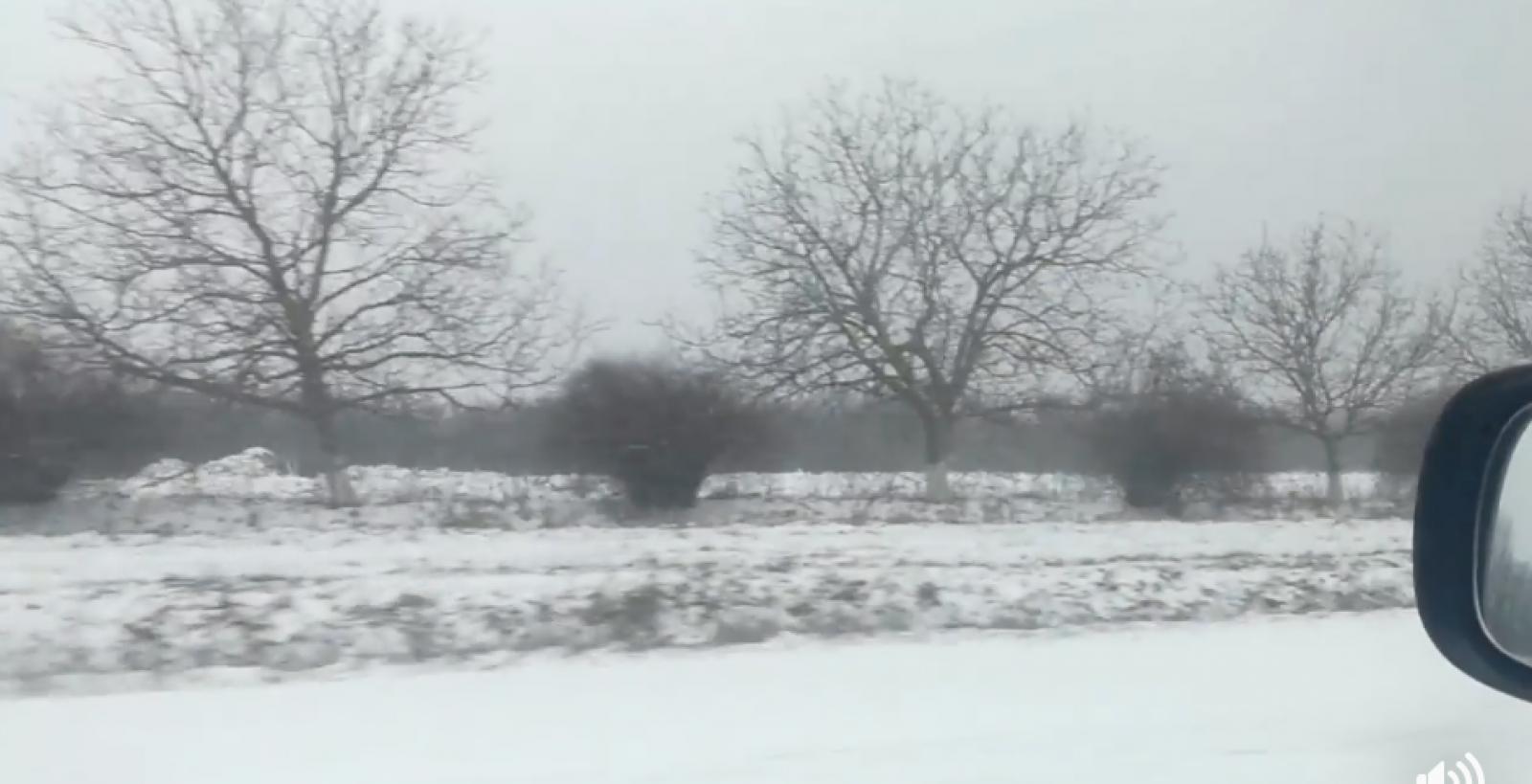 (video) În sfârșit, ninge la Nord, dar și în centru. Drumurile de la Soroca pline de zăpadă