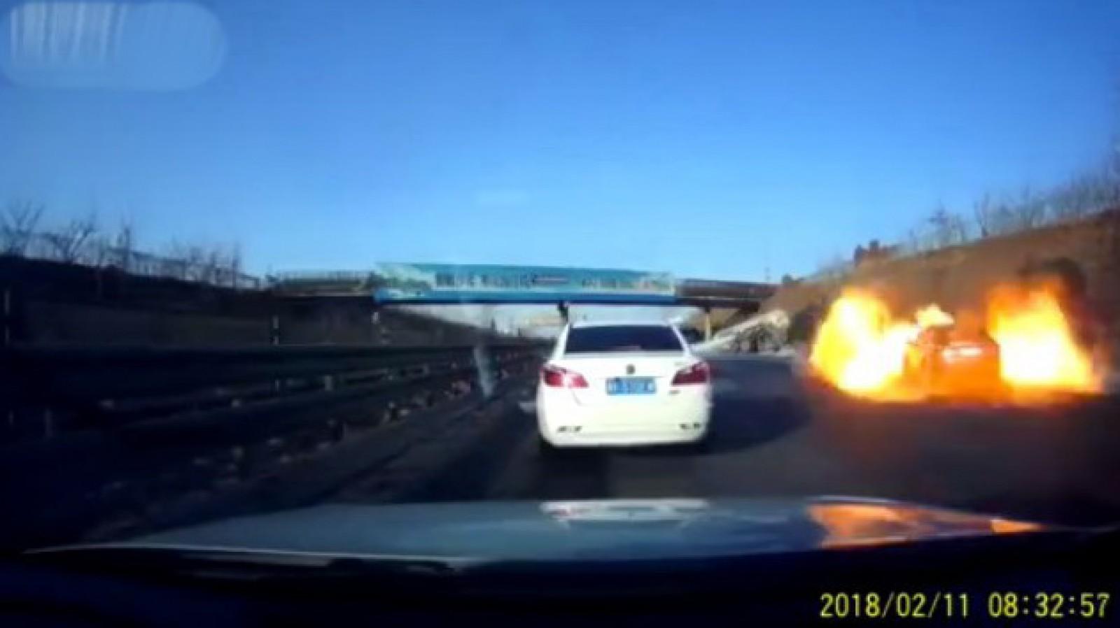 (video) Accident cu implicarea unui camion care transporta GPL. Ce a urmat este de-a dreptul şocant