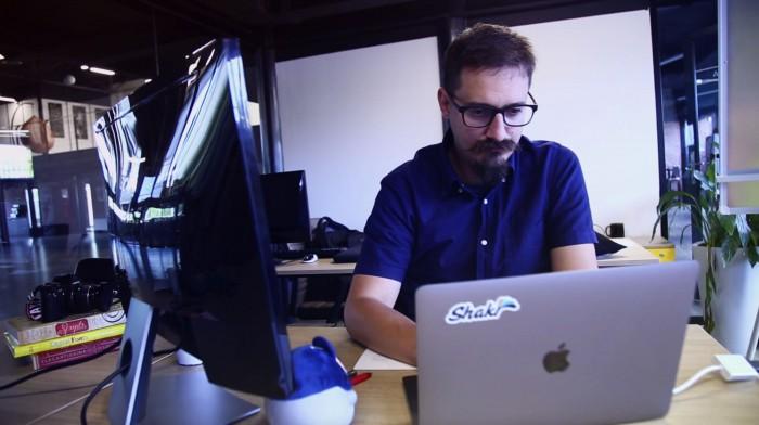 """(video) Aleg Cariera IT. Igor Putina: """"Fiind și designer, și developer, pot să dezvolt aplicații mai bune, pentru că pot să creez o experiență mai plină."""""""
