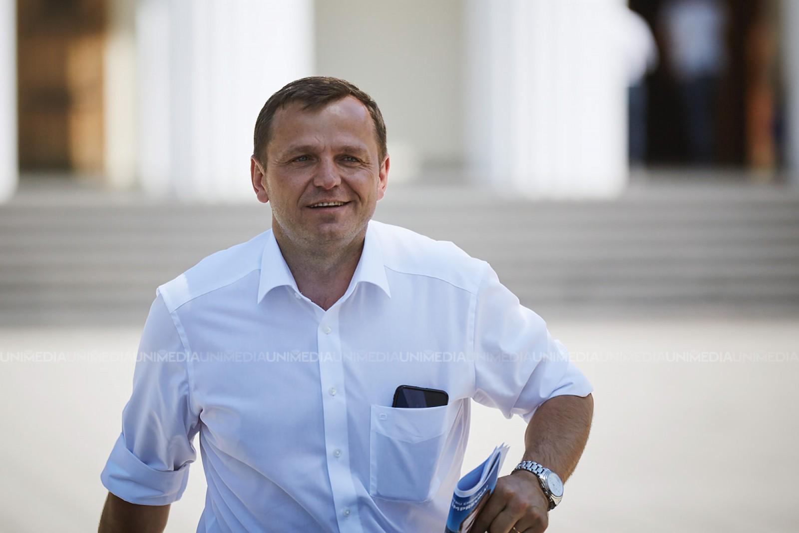 """(video) Andrei Năstase, la ședința Consiliului Naţional al PNL de la București: """"Este suficient să punem în locul politicianul de la dumneavoastră pe Plahotniuc"""""""