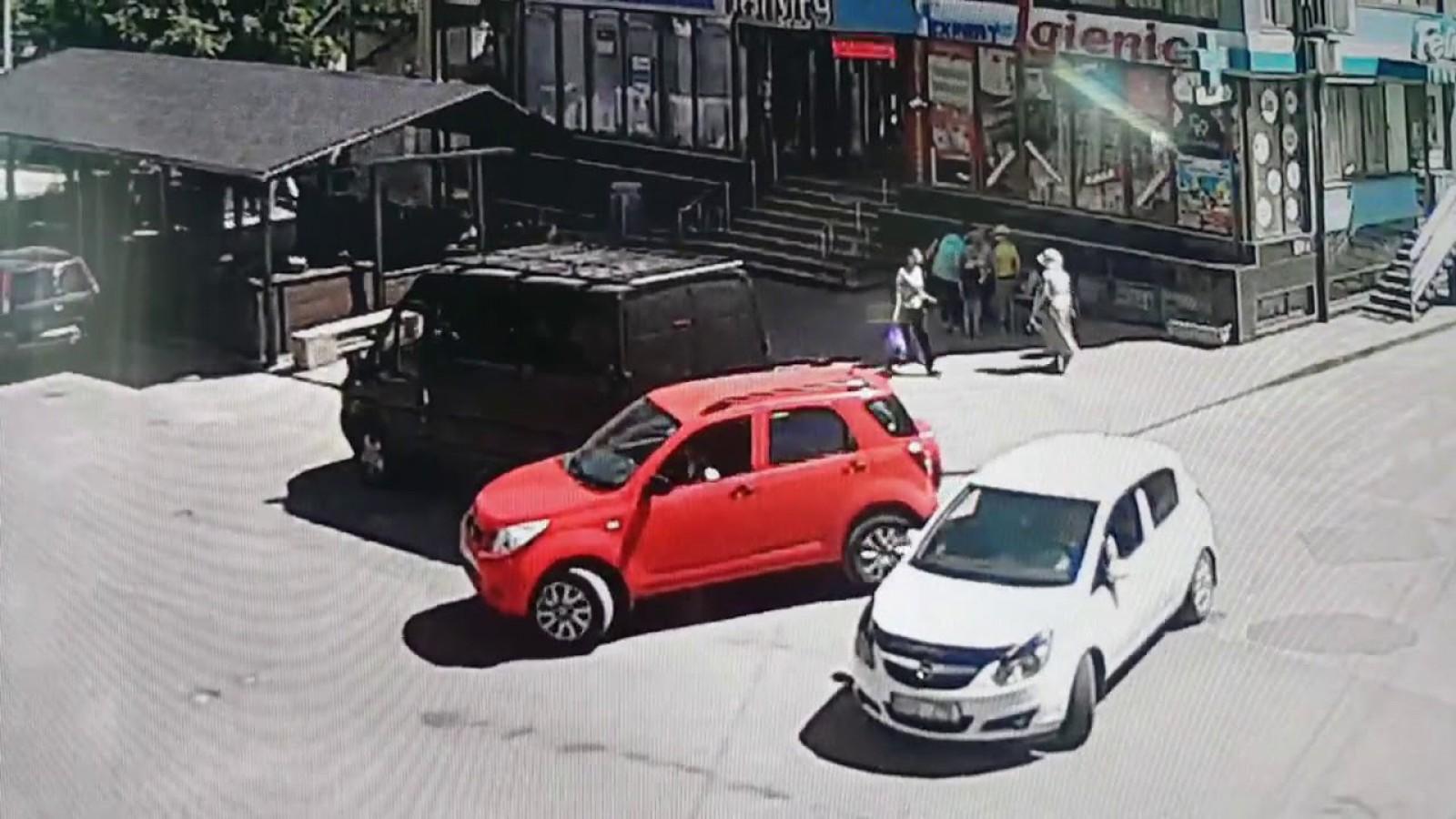 (video) Atunci când nu eşti obişnuit cu gabaritele. Ce a făcut o şoferiţă din Chişinău şi de ce este căutată