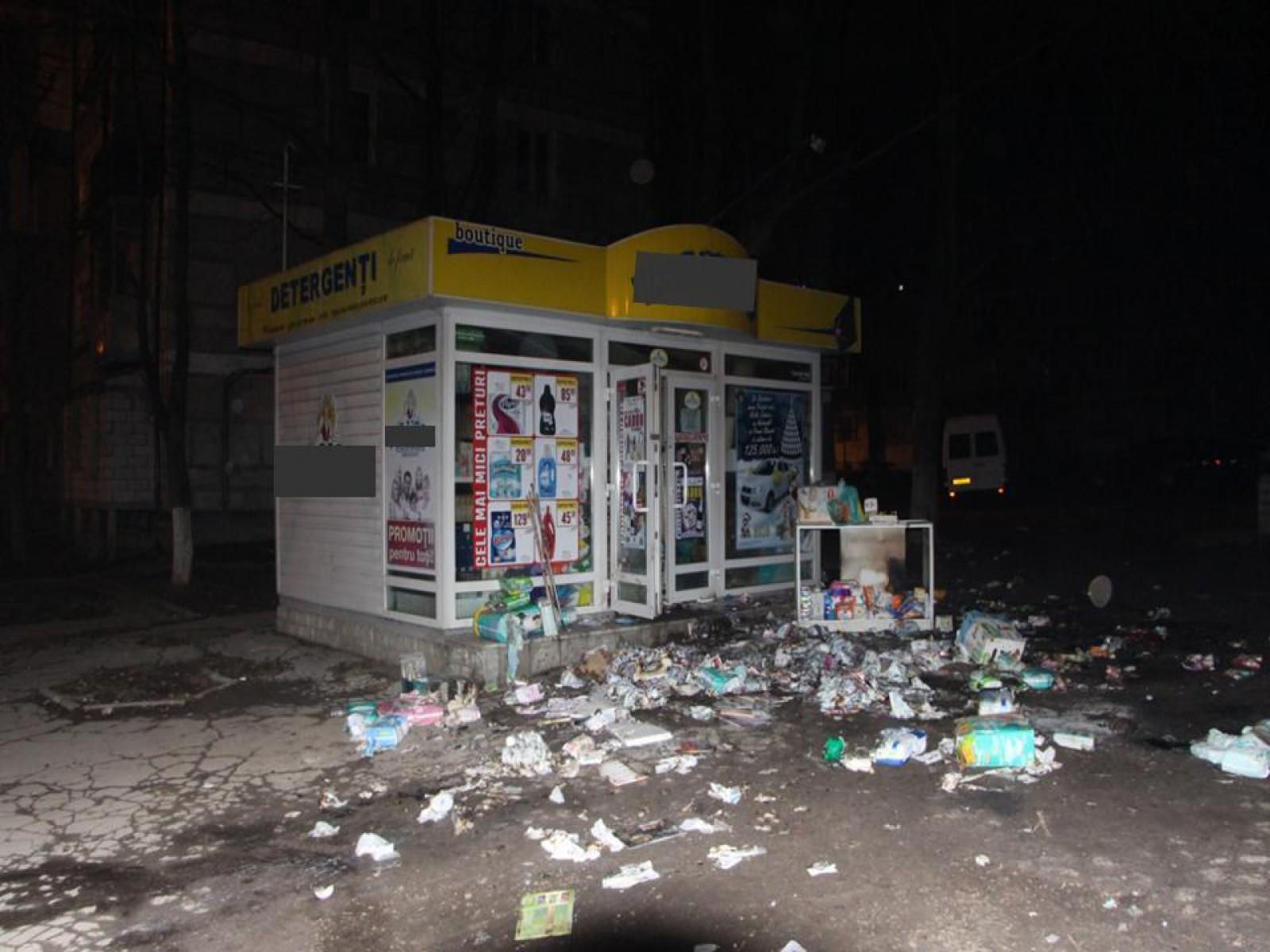 (video) Au jefuit și incendiat un magazin din sectorul Rîșcani: Valoarea pagubelor ajunge până la 100 de mii de lei