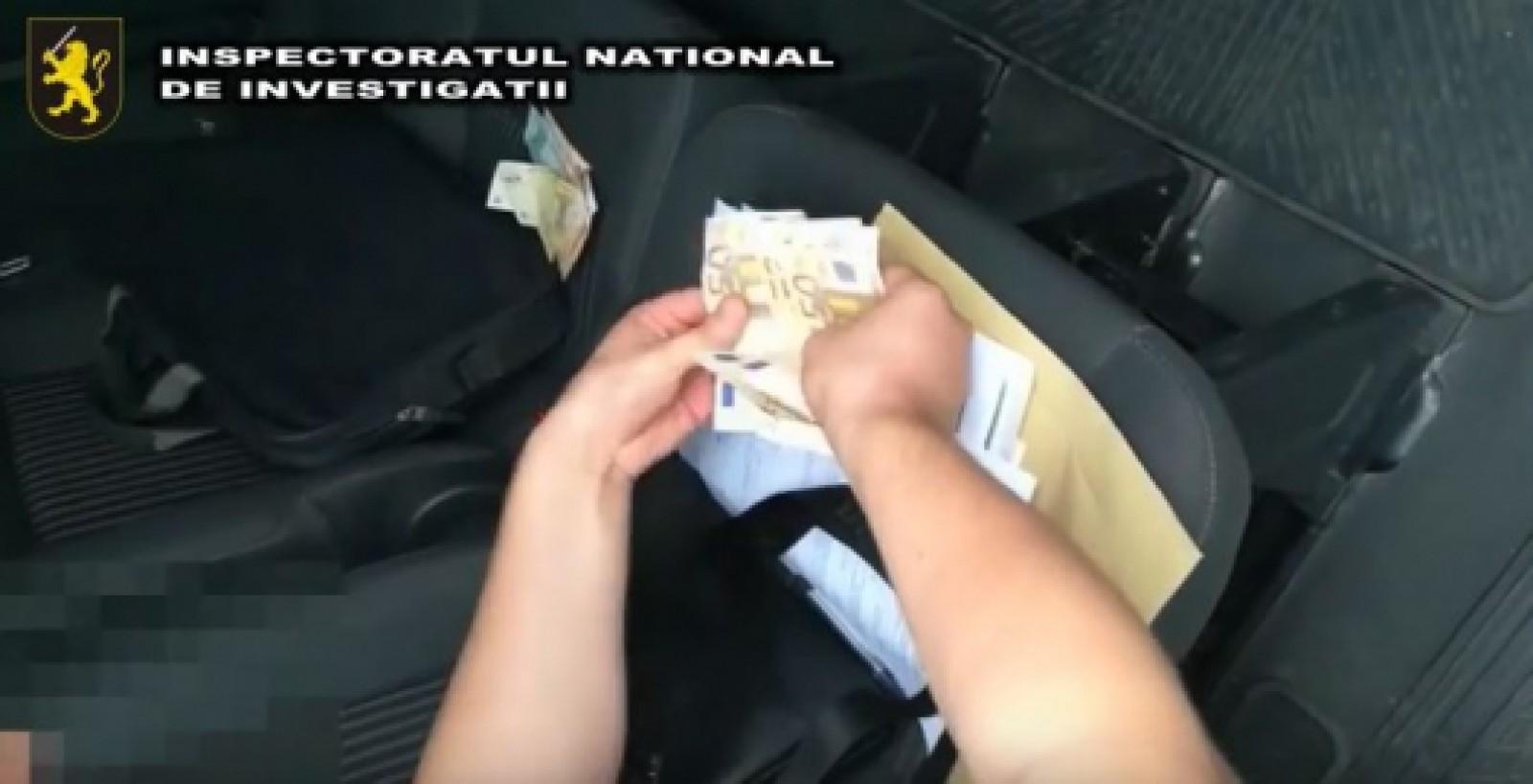 (video) Au șantajat și au amenințat cu moartea un tânăr de la care au cerut 1500 de euro. Doi suspecți din capitală, reținuți
