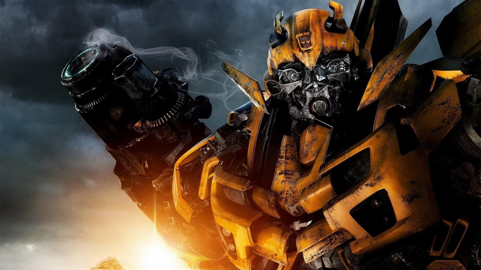 (video) Autobotul Bumblebee revine pe marele ecrane şi se întoarce la origini. De fapt este un VW Beetle