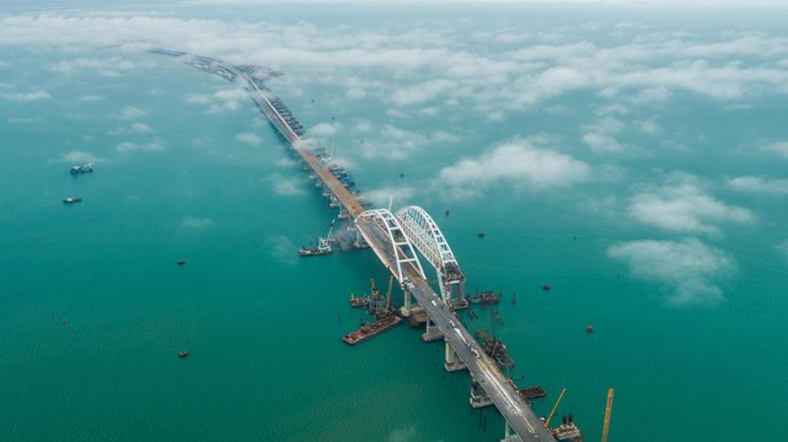 (video) Controversatul Pod al Crimeei, inaugurat astăzi de Vladimir Putin