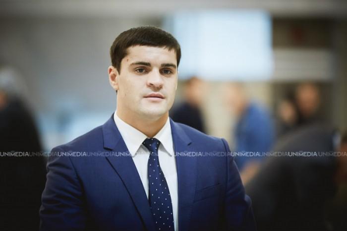 """(video) Deputatul PD Constantin Țuțu, către activistul Anatol Mătăsaru: """"Du-te și îți caută de treabă, deșteptule"""""""