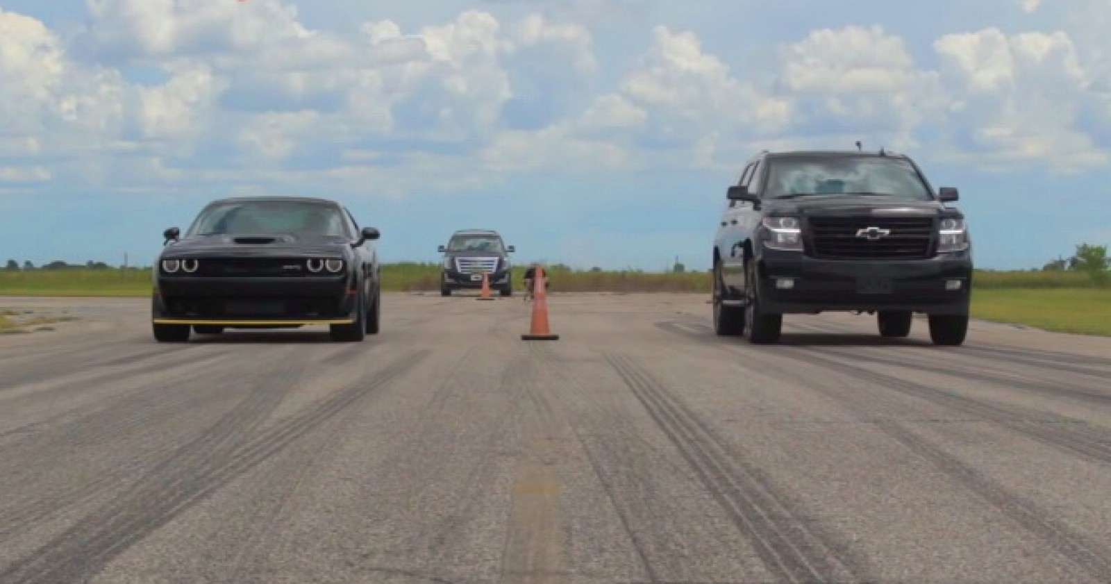 (video) Drag race: Chevrolet Tahoe RST HPE800 vs Dodge Challenger SRT Hellcat Widebody