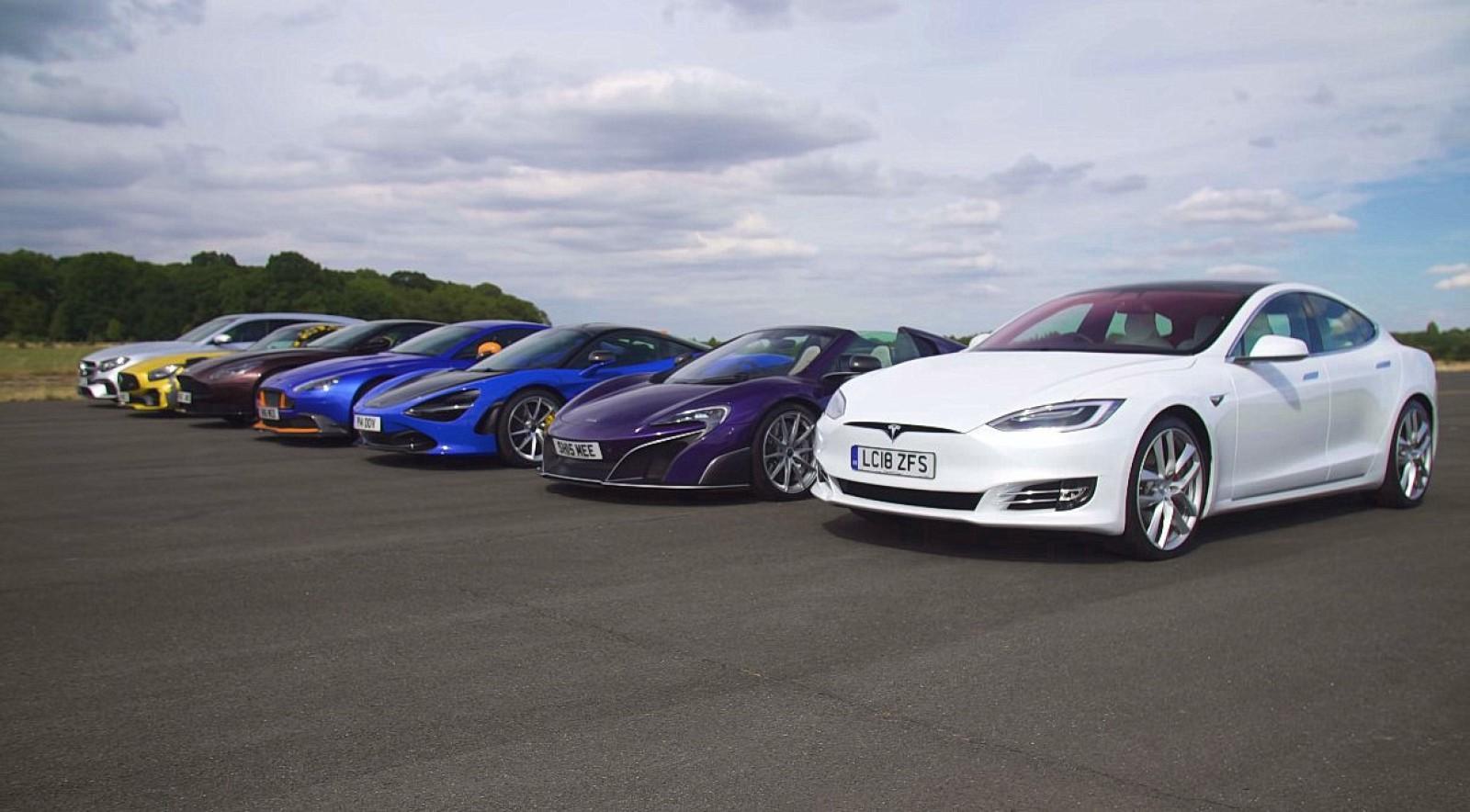 (video) Drag racing: Doi prieteni s-au întrecut cu maşini care costă în total 4.23 milioane de euro