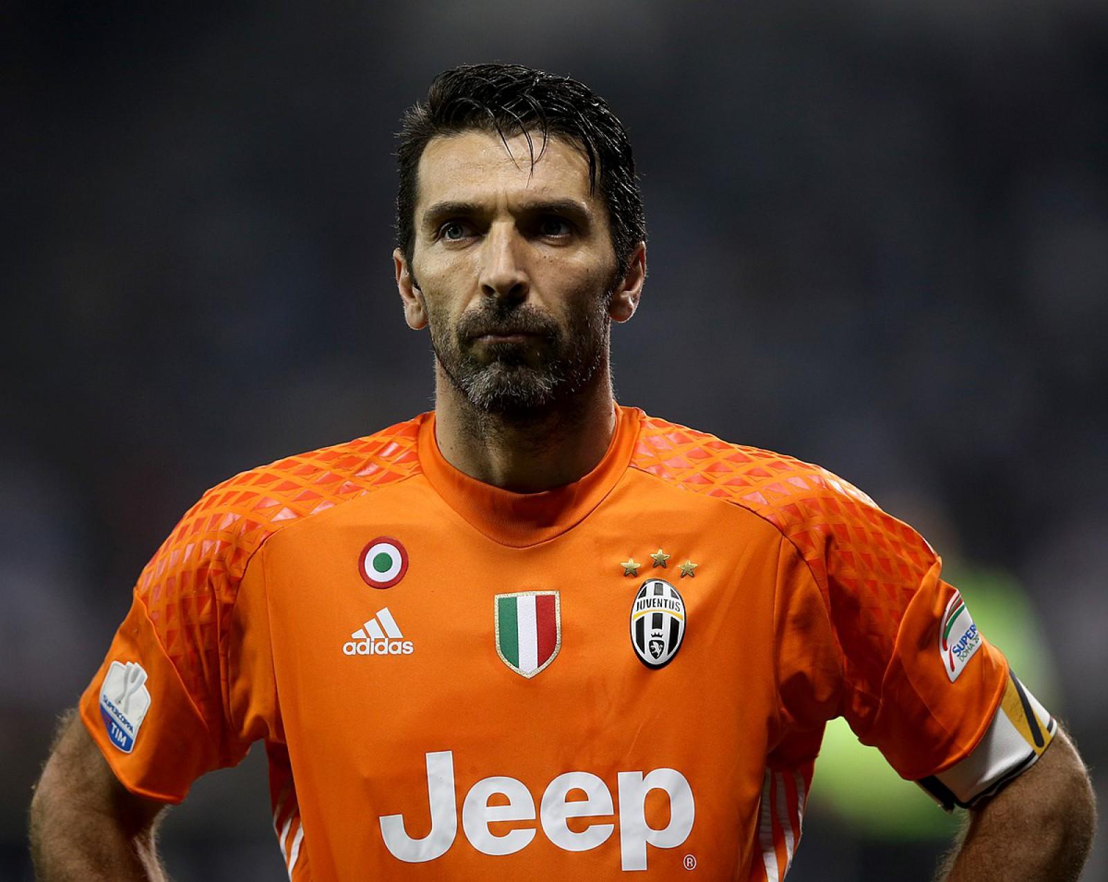 (video) Este oficial! Gianluigi Buffon este jucătorul campioanei Franței Paris Saint Germain