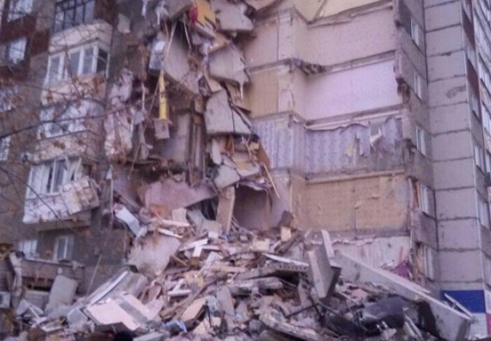 (video/update) Groaznic: Bloc cu 9 etaje, prăbușit parţial în Rusia! Sunt oameni prinşi sub dărâmături