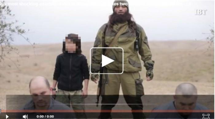 (video) Imagini video cu o execuție organizată de Isis. Un băiețel de 10 ani ar fi ucis doi spioni ruși
