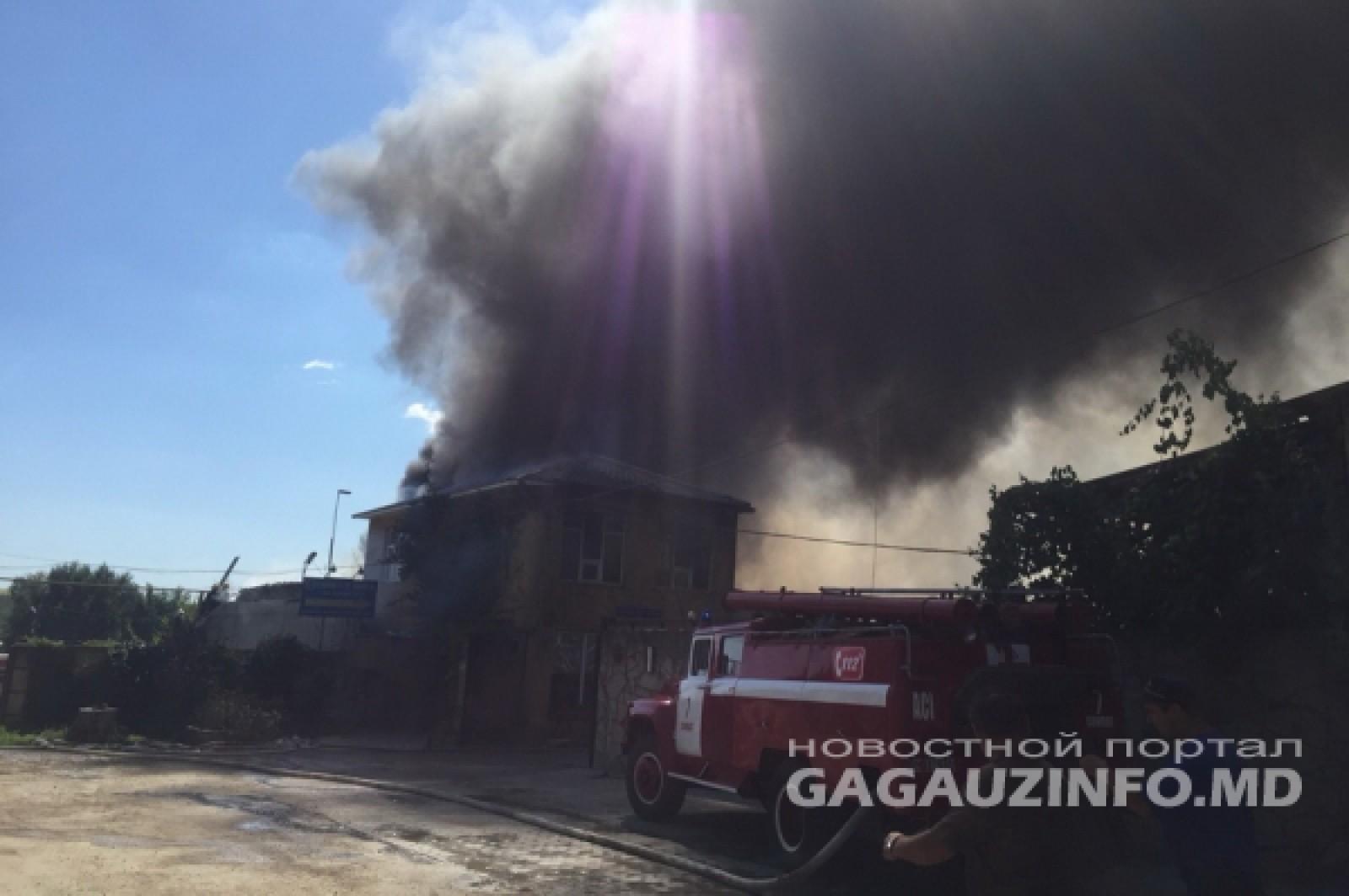 (video) Incendiu în UTA Găgăuzia: O fabrică de mobilă din Comrat a luat foc