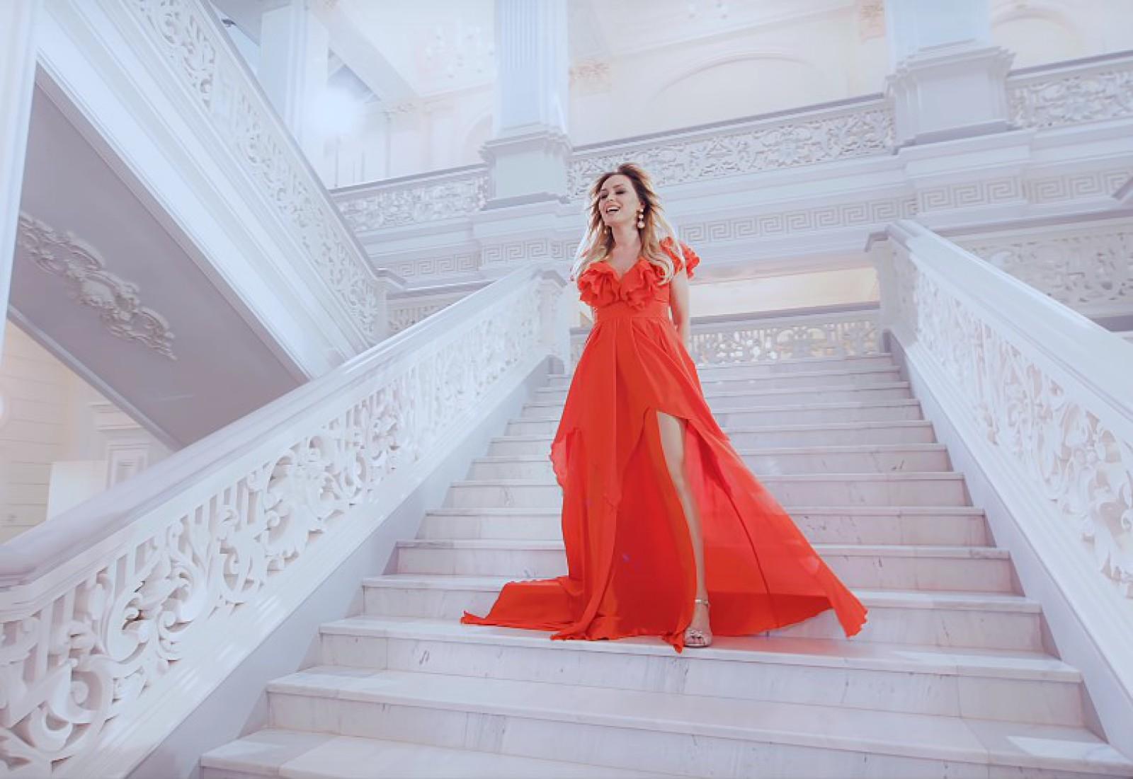 """(video) Interpreta Cornelia Ștefăneț și-a lansat un nou videoclip la piesa """"Noi doi"""""""