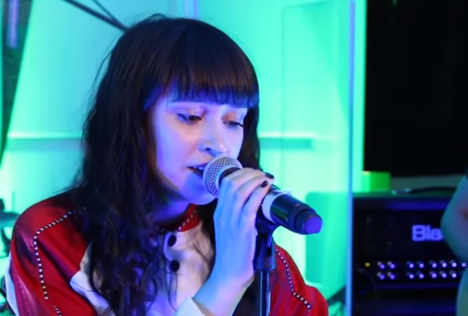 """(video) Irina Rimes cântă despre """"Cel mai bun prieten"""" în cea mai nouă piesă: """"Eu mă am numai pe mine"""""""