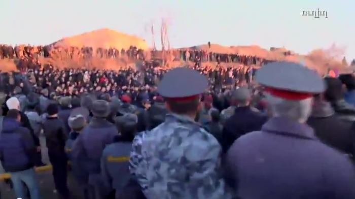 (video) LIVE. Proteste în masă în fața bazei militare rusești din Armenia