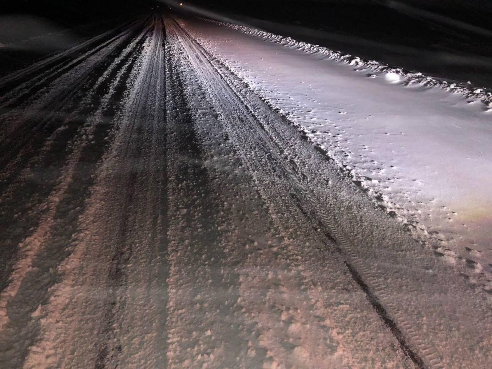 (video) Live de pe traseul R14 Bălți – Chișinău. Drumul nu este curățat, iar circulația este îngreunată
