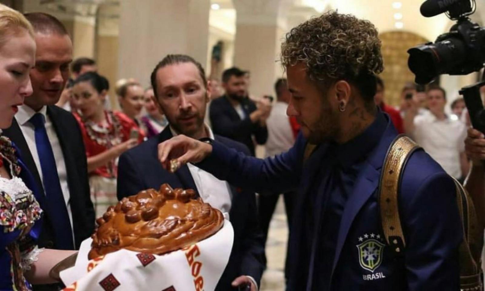 (video) Naționala Braziliei a fost primită cu pâine și sare în Rusia! Neymar, Coutinho și compania se vor antrena la Soci