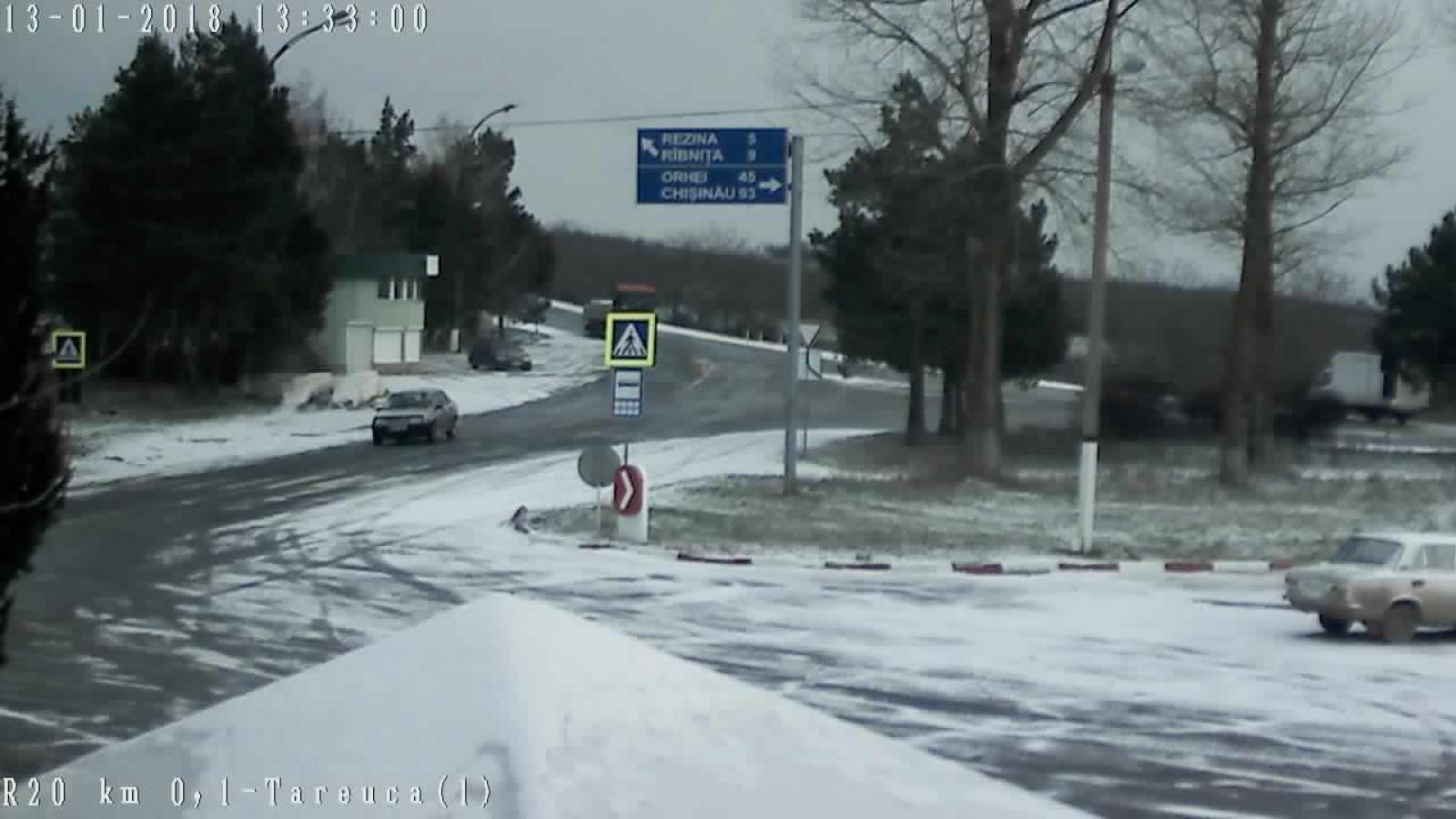 (video) Ninge în Moldova. Drumarii au împrăştiat deja peste 270 de tone de material antiderapant