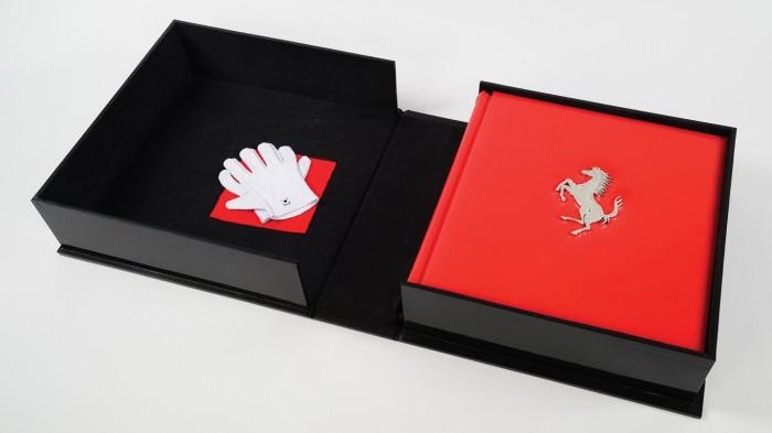 (video) O carte despre Ferrari cu o greutate de 37 de kg va fi vândută la licitaţie. Costă cât un Porsche nou